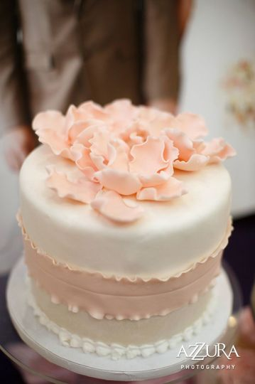 Blush detailed wedding cake
