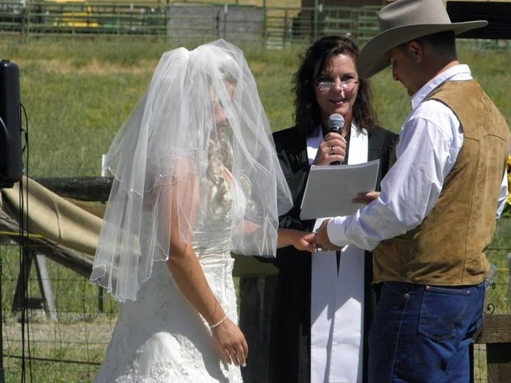 Country wedding ring exchange