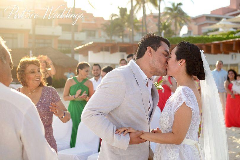 f8803bfd461e5ef3 1456892075140 cancun wedding photographer pixtore weddings 06