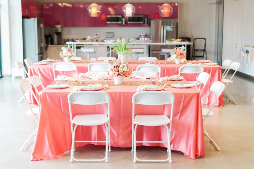 Coral and Gold Hawaiian themed baby shower. Photographer: Christa Taylor Photography