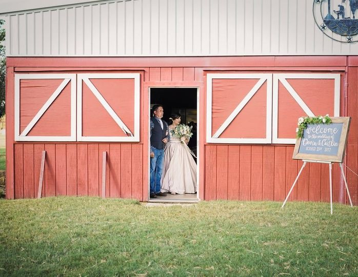 Beckingham Wedding - Photos by Pop of Color Images