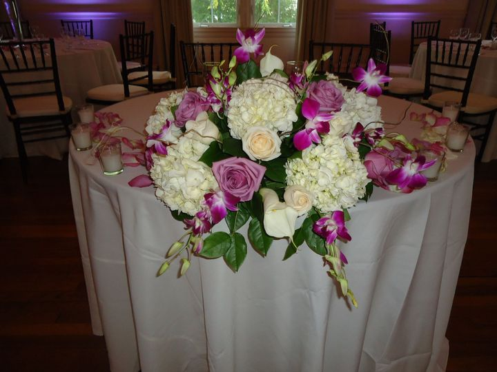 Tmx 1515693856 Caf60ee9588736f2 1515693849 9f18816f02280cce 1515693840954 1 335 Yonkers, New York wedding florist