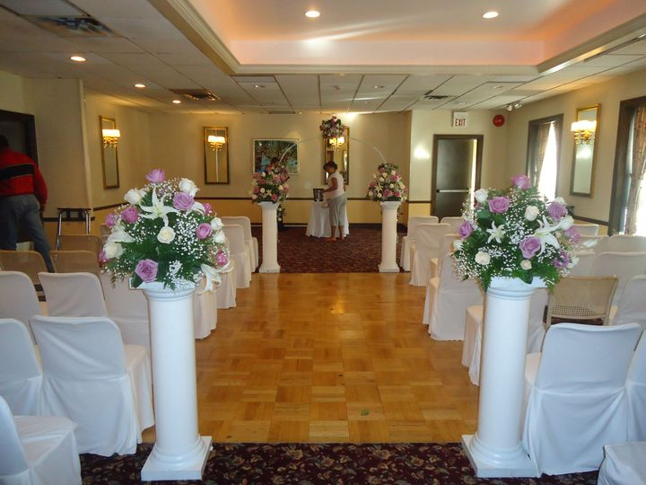 Tmx 1515693914 18a81a694ea97e6f 1515693910 Fa8f221c9d3aaa2f 1515693903448 8 049 Yonkers, New York wedding florist