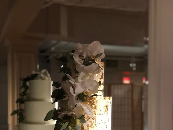 Tmx 1520341295 De56da1a58c723cd 1520341292 Ec91728810e08319 1520341290467 9 IMG 0069 Brooklyn wedding cake