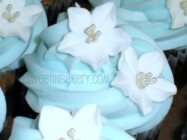 Tmx 1295151033725 Weddingcupcake Grapevine wedding cake