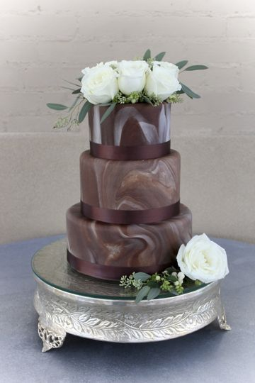 Chocolate cake with white flower design