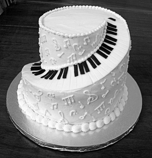 A musical wedding cake, I love it!
