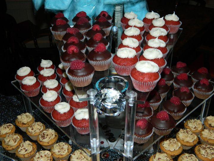 Tmx 1342634378249 JJsRockinCupcakes070 Kingston wedding cake