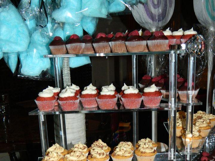 Tmx 1342634428589 JJsRockinCupcakes071 Kingston wedding cake