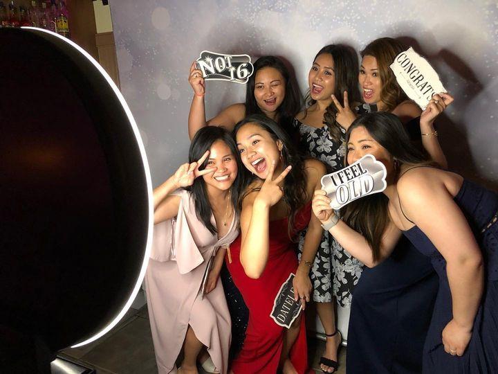 Selfie social booth