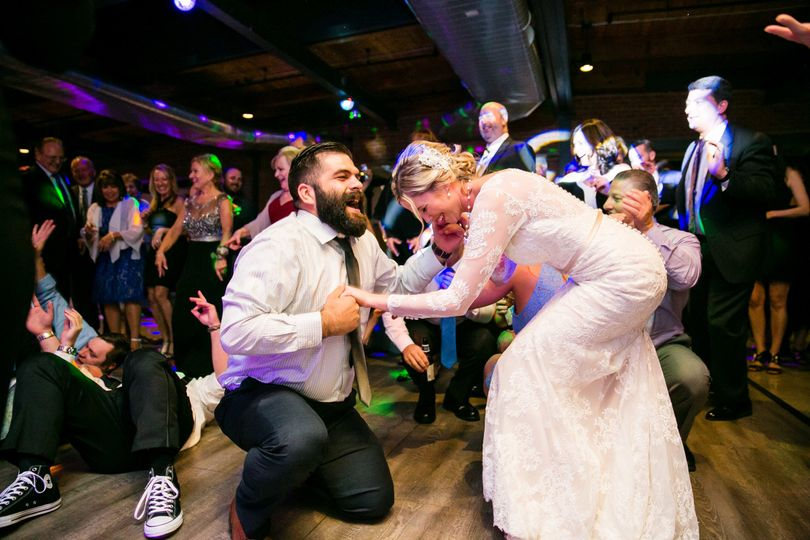 Newlyweds on the dance floor | STUDIO 1 PHOTOGRAPHY
