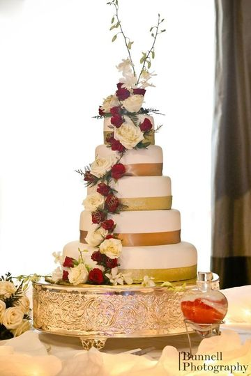 Gorgeous wedding cake design by La Fiorentina.  Photo courtesy of Bunnell Photography
