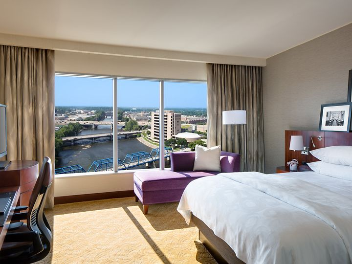 Tmx Standard King Room 51 85892 159717916394009 Grand Rapids, MI wedding venue