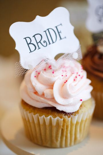Bride cupcake