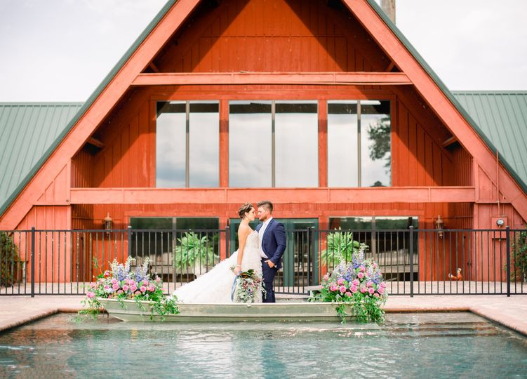 Sunny Acres Lodge | ElegantMoments byStella