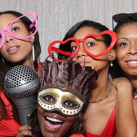 Out-of-the-Box Photo booths from Double-E Entertainment are wedding party approved!  Ask about our...