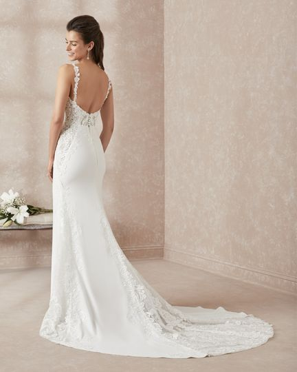 Low back, classic gown