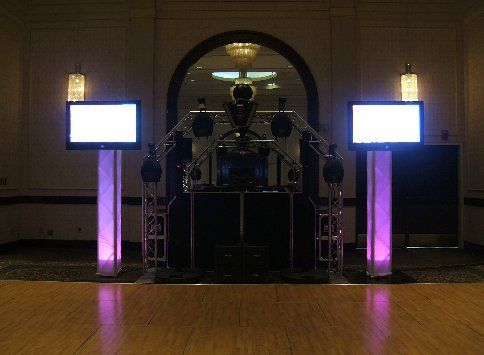 Intelligent lighting on our arch truss and LCD screens.