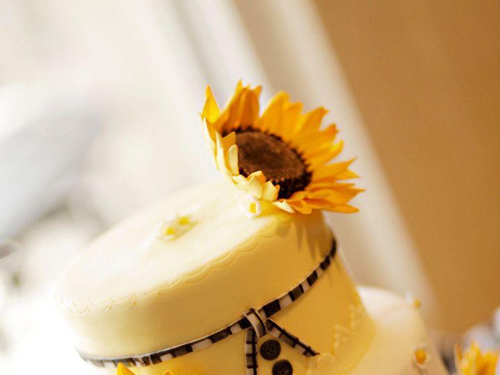 Tmx 1410009103547 3bcf21cdf418775a662e11ffc0a3ba80large Williamson wedding cake