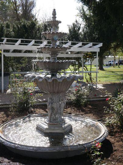 rose garden fountain 51 1994103 160373714565842