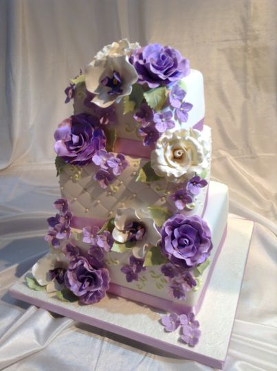 800x800 1395675345098 sonya purple flower  mini cake 00