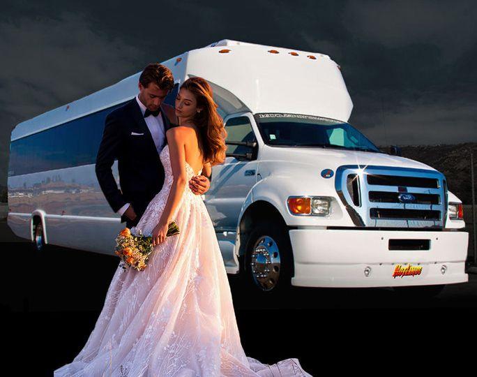 6cde3ea10a8394a4 san diego wedding limo couple