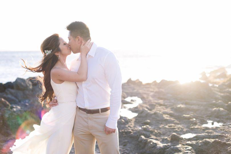 A Maui wedding kiss