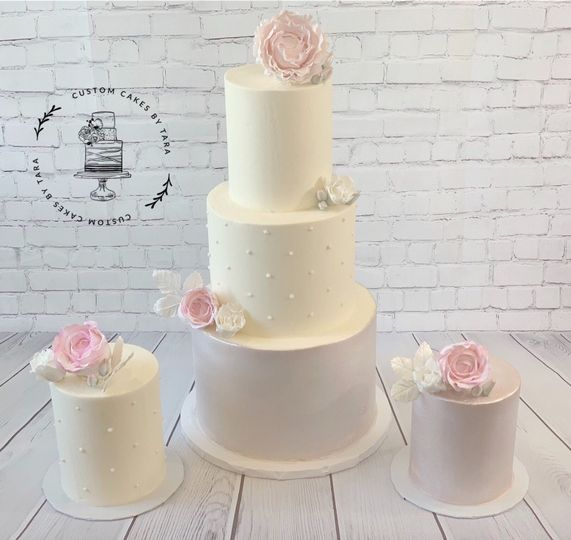 Sugar flowers and mini cakes