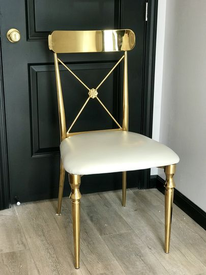 Louie chair in gold