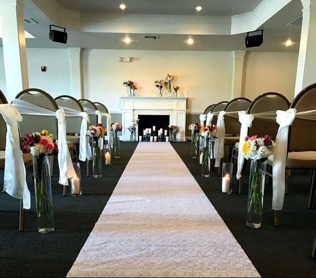 Simple wedding aisle