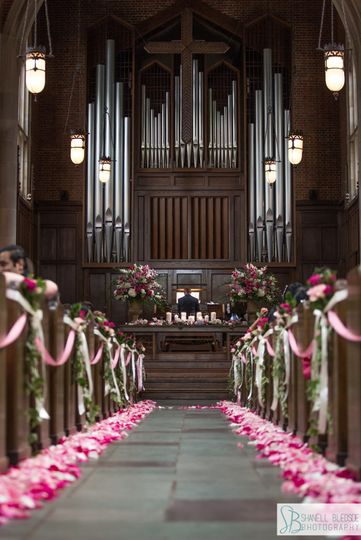 800x800 1501885023960 aisle with flowers