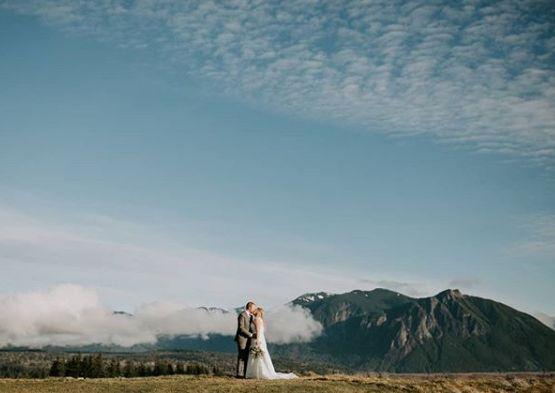 Tmx Kiss And View Photo By Sarah Robinson Photography 51 144303 159433551470671 Snoqualmie, WA wedding venue