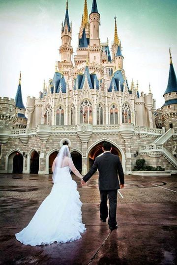 Been dreaming of getting married at Walt Disney World since you were a little princess? I can help...