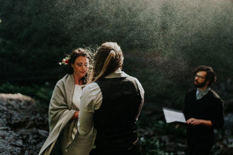 Latourell Falls Wedding Photo by Jamie Carle