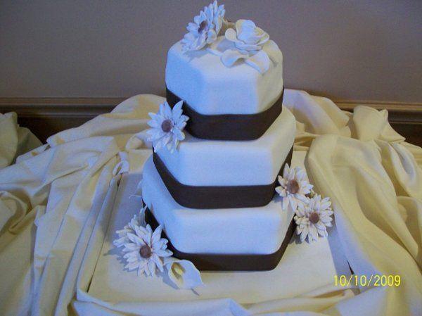 Tmx 1255230059356 Cakes008 Altoona, PA wedding cake