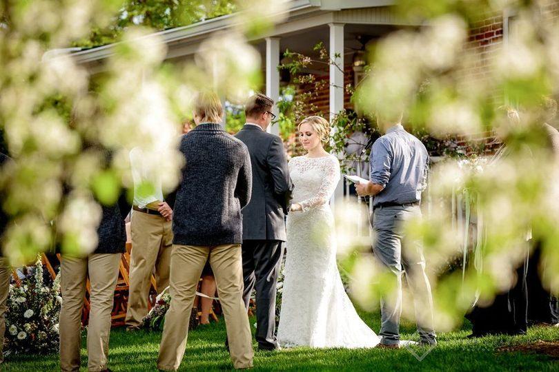 1bc4a53d41164082 1524341912 ec232f96827d98a1 1524341911987 9 Spring wedding on