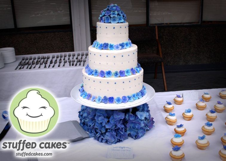 20110521TilsonWeddingFinishedCake1