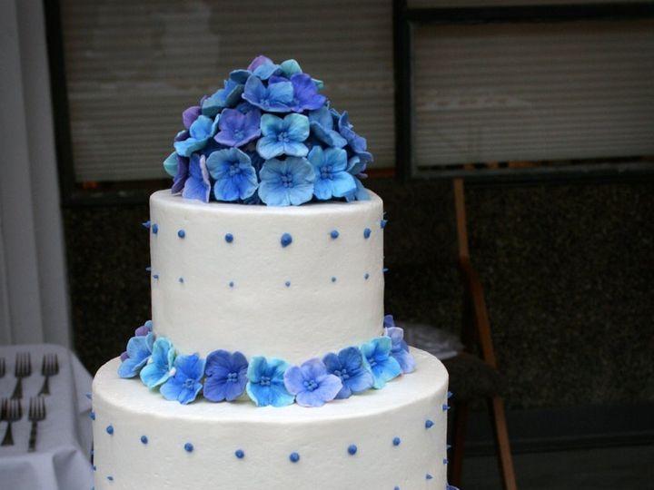 Tmx 1358791115381 20110521TilsonWeddingWddingCake1 Seattle wedding cake