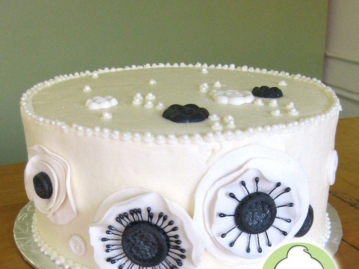 Tmx 1358795796061 BlackWhiteButtonFlowersWeddingCakeMain Seattle wedding cake
