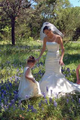 The bride with the flower girl