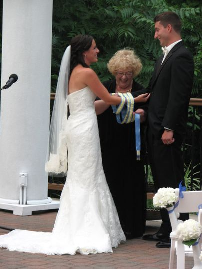 Handfasting in process