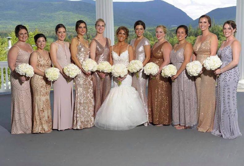 Round white bridesmaid bouqs
