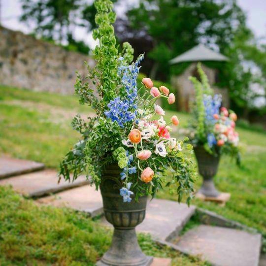Ceremony pedestal arrangements