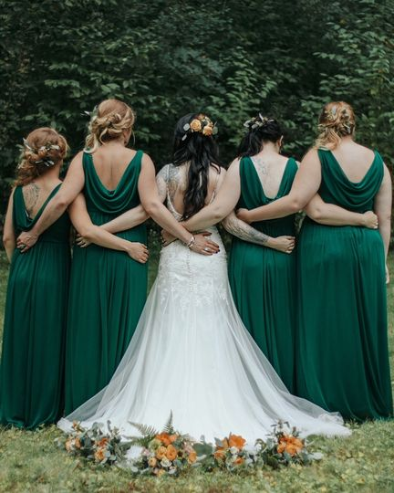 Bridal party bouquets and hair