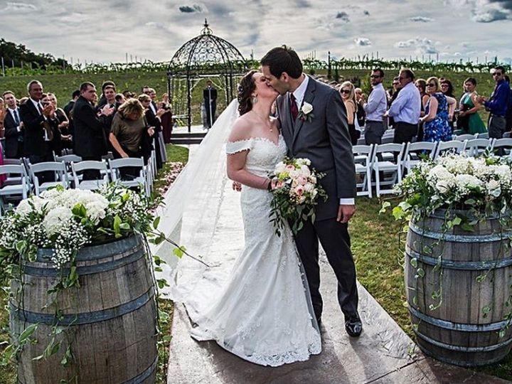 Tmx Folino 2 Barrel Bride Kiss 51 782503 157832364967823 Allentown, PA wedding florist