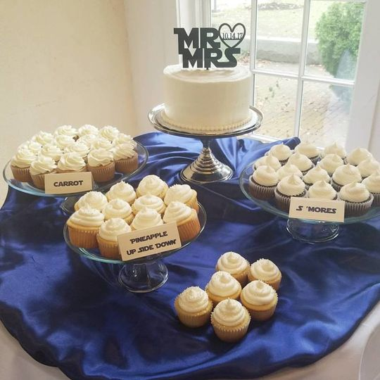 Simple and classic cake with coordinating cupcakes for an intimate wedding.