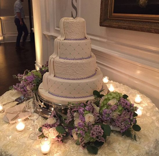 Floral decorations around the cake