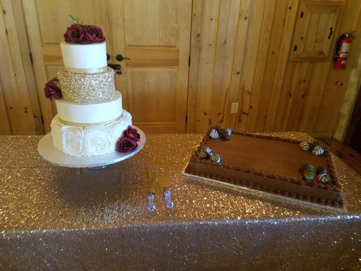wc with gold glitter and grooms cake 51 1044603