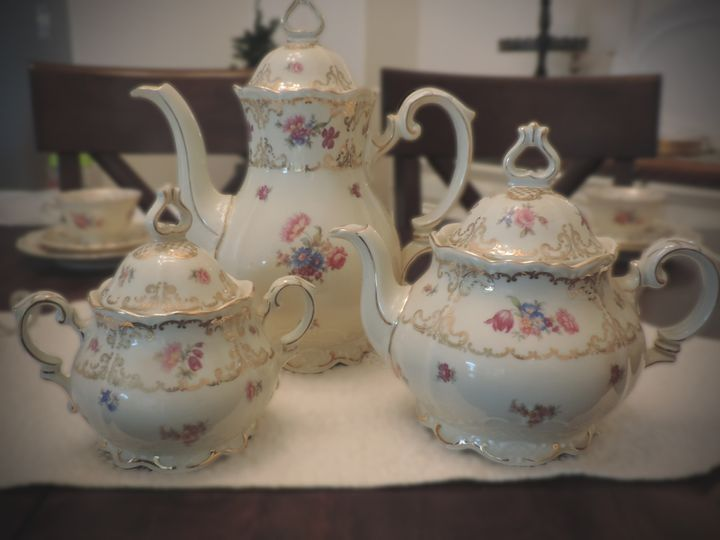 This antique Bavaria china tea service will add an elegant flair to any bridal shower!  Serves 16 or...
