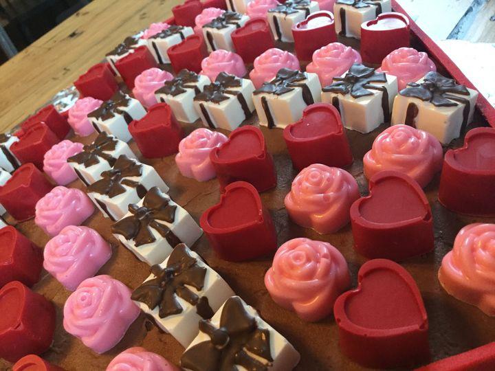 Tmx Heartshaped Box11 51 1067603 160018093543770 Lewiston, ME wedding cake